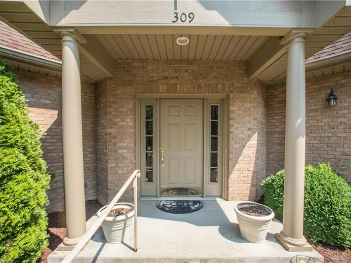 309 Village Green Dr, Peters Twp