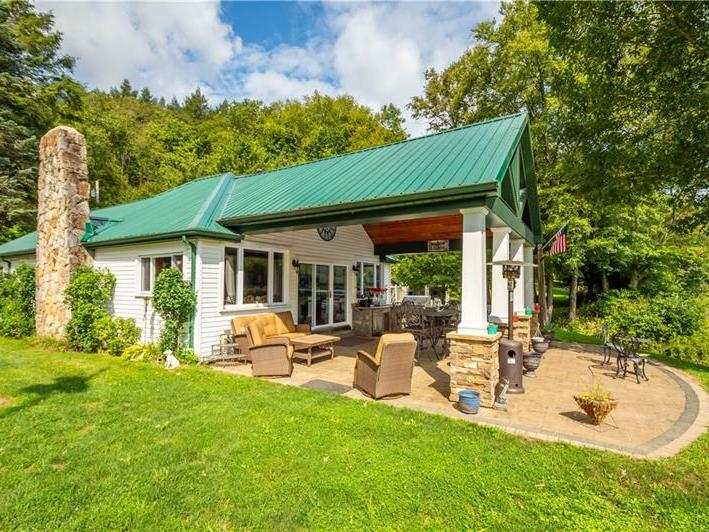 900 N Riverview Dr, Hovey Twp