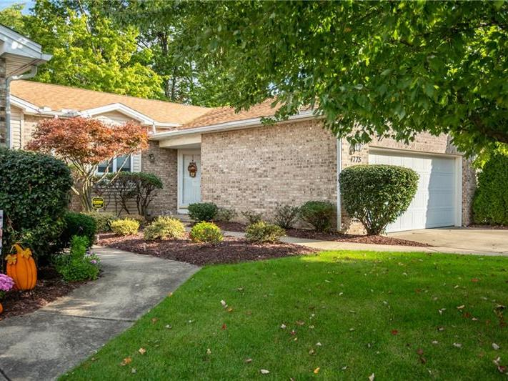 1775 Crescent Place, Hermitage